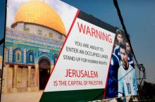 Cartaz na cidade de Hebron, na Cisjordânia ocupada, apelando a Messi para não participar no jogo amigável Argentina-Israel de preparação para o Mundial