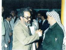 Silas Cerqueira com Yasser Arafat na Conferência  Mundial de Solidariedade com o Povo Árabe e a sua Causa Central: a Palestina, Lisboa, 2 a 6 de Novembro de 1979